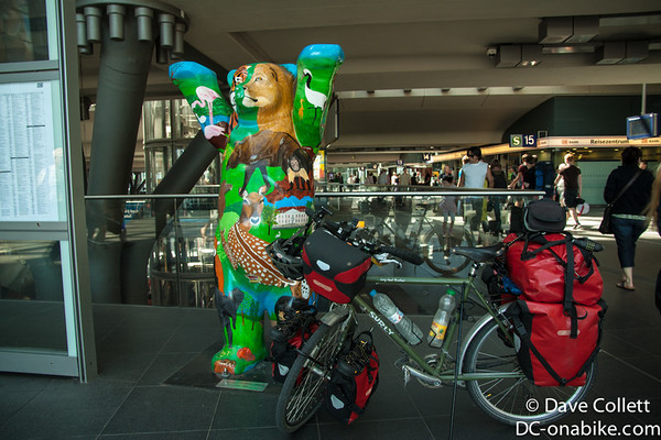 Indie with a Berlin Bear at the train station