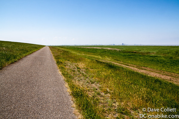 Cycle path on the water-side of the dyke